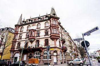 Prominentes Eckhaus im Nordend mit Restaurant und 8 Wohnungen