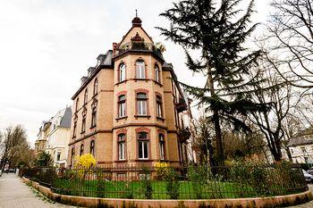 Denkmalgeschütztes Mehrfamilienhaus im Holzhausenviertel
